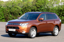 MITSUBISHI OUTLANDER 220 DI-D Challenge 2WD Motion 5p
